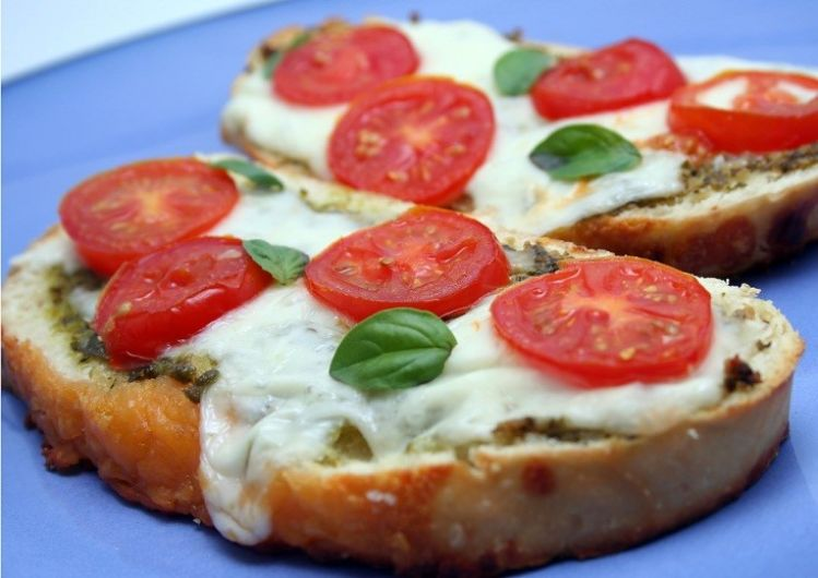 Bruschetta with Pesto Cheese and Tomato