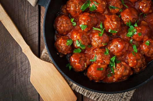 Air-Fried Meatballs with Cilantro in Tomato Sauce