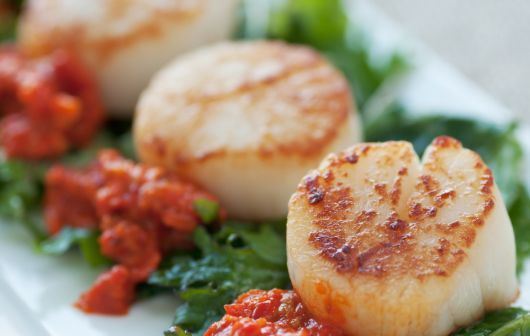 Air-Fried Scallops with Red Pepper Sauce