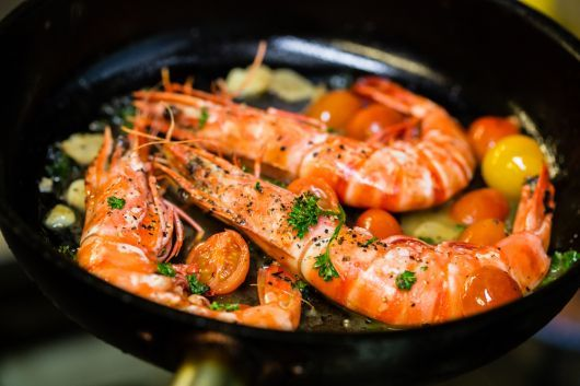 Garlic Prawns with Tomato and Herb
