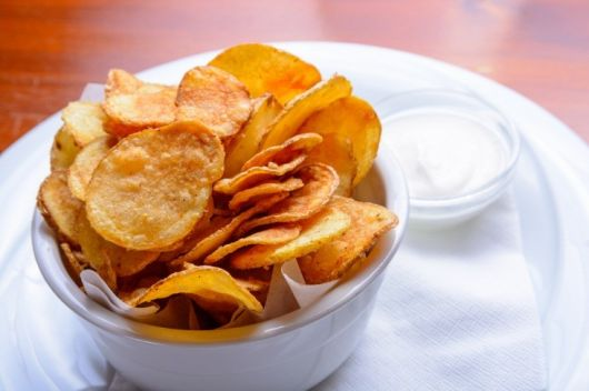 Spiced Potato Chip with Garlic Yogurt Dip