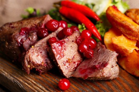 Spicy Roast Beef with Cranberry Sauce